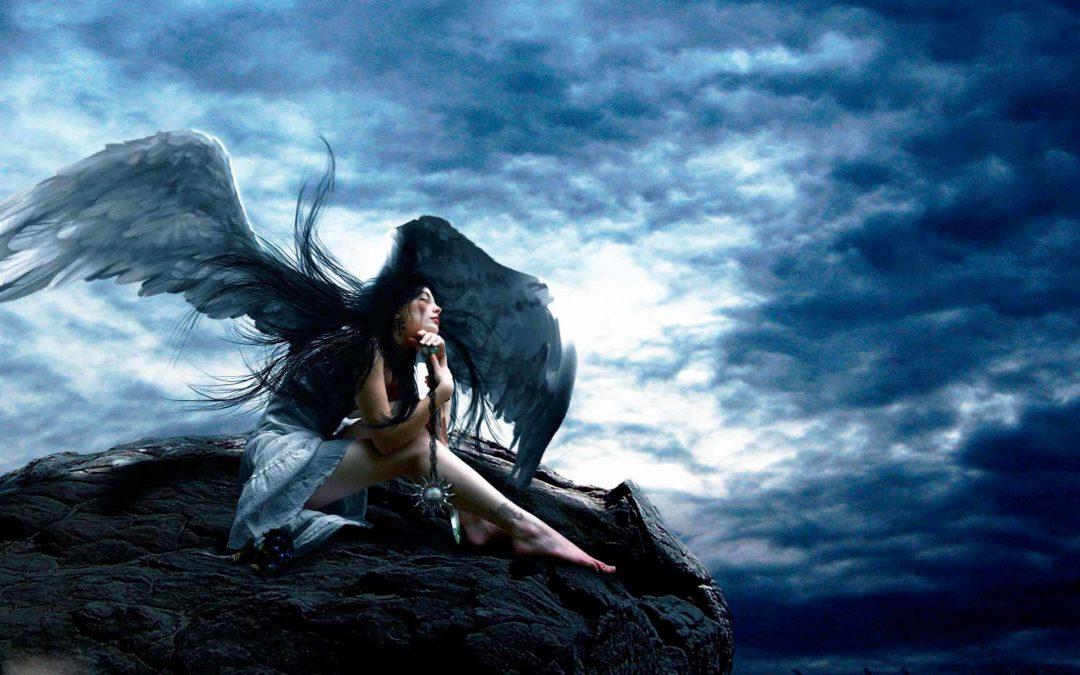 "Drinky Draw: ""Fallen Angel"" at Noche Azul"
